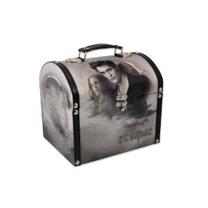"Twilight ""Eclipse"" Vintage Carrying Case (Silver Edward and Bella) (Toy)  http://www.1-in-30.com/crt.php?p=B003NNVAKA  B003NNVAKA"