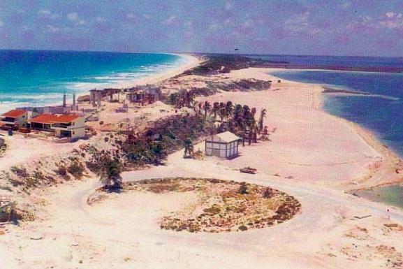 La Zona Hotelera de #Cancún en 1975  http://bit.ly/1Jt2Bd0