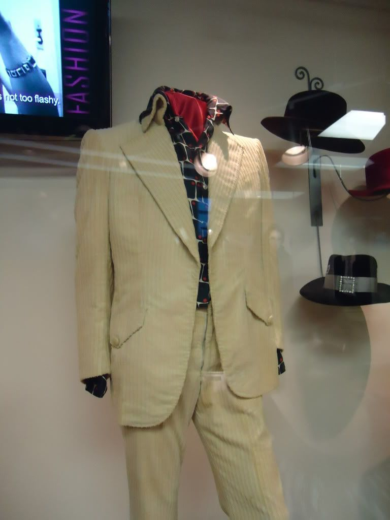 Here the cream colored corduroy suit that he used as personnal wardrobe in the fall of 1972 and january 1973 in Hawaii.