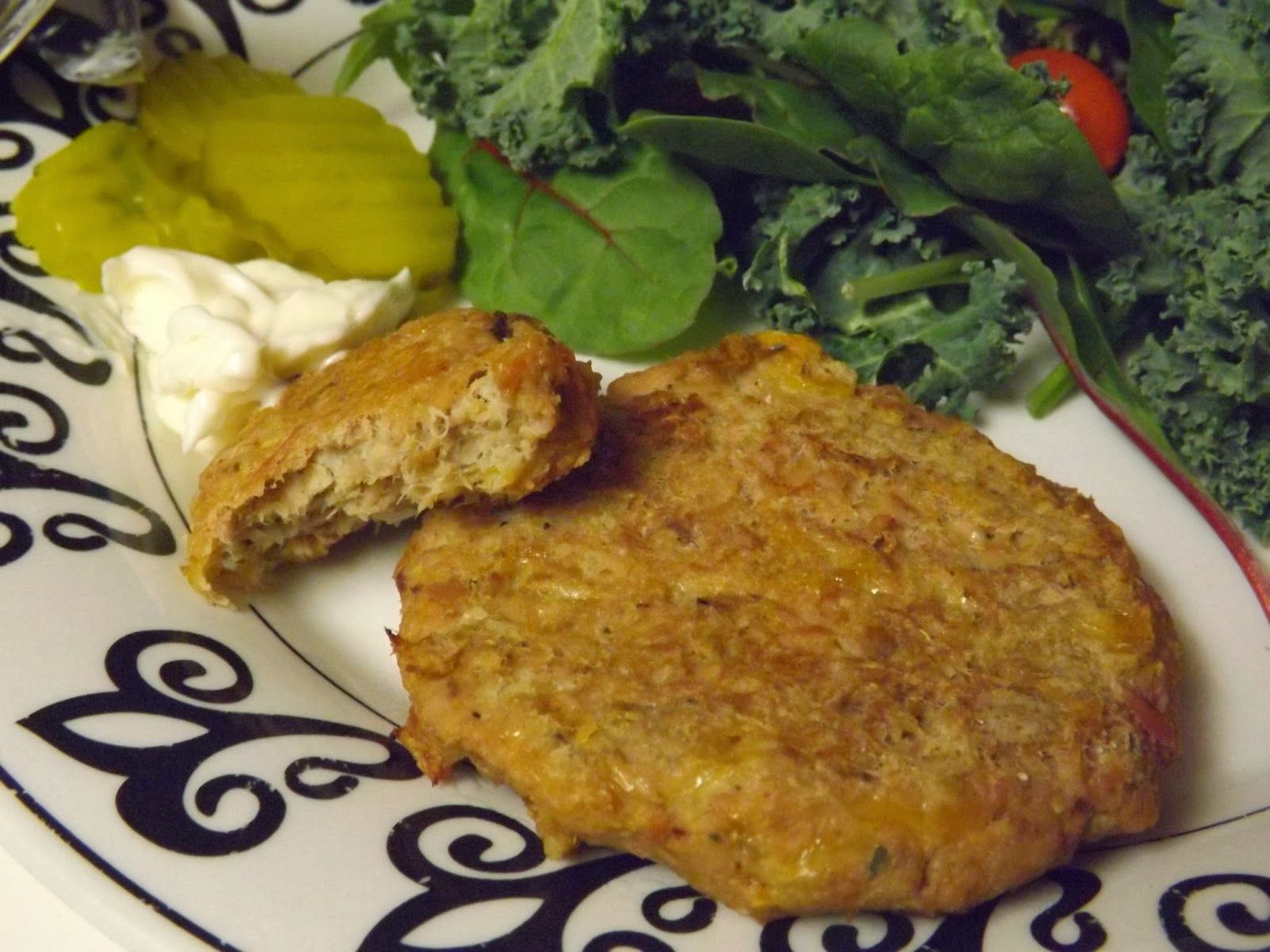 Baked Tuna Patties... these patties are seriously so good! Healthy, low calorie, and so easy to make! If you love tuna melts, you'll love these.
