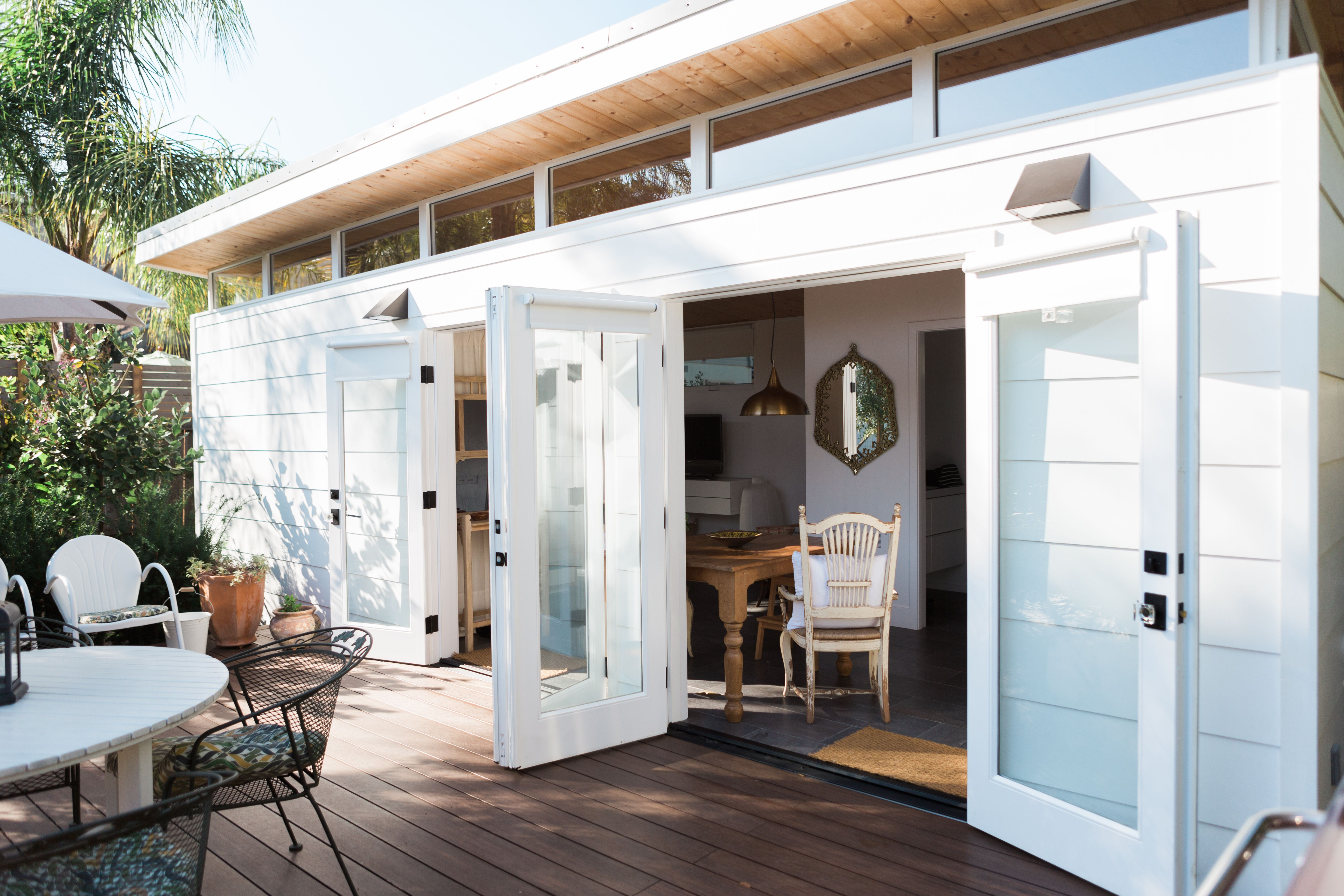 A Perfect Tiny Modern Shed In California Guest House Small Tiny Guest House Backyard Guest Houses