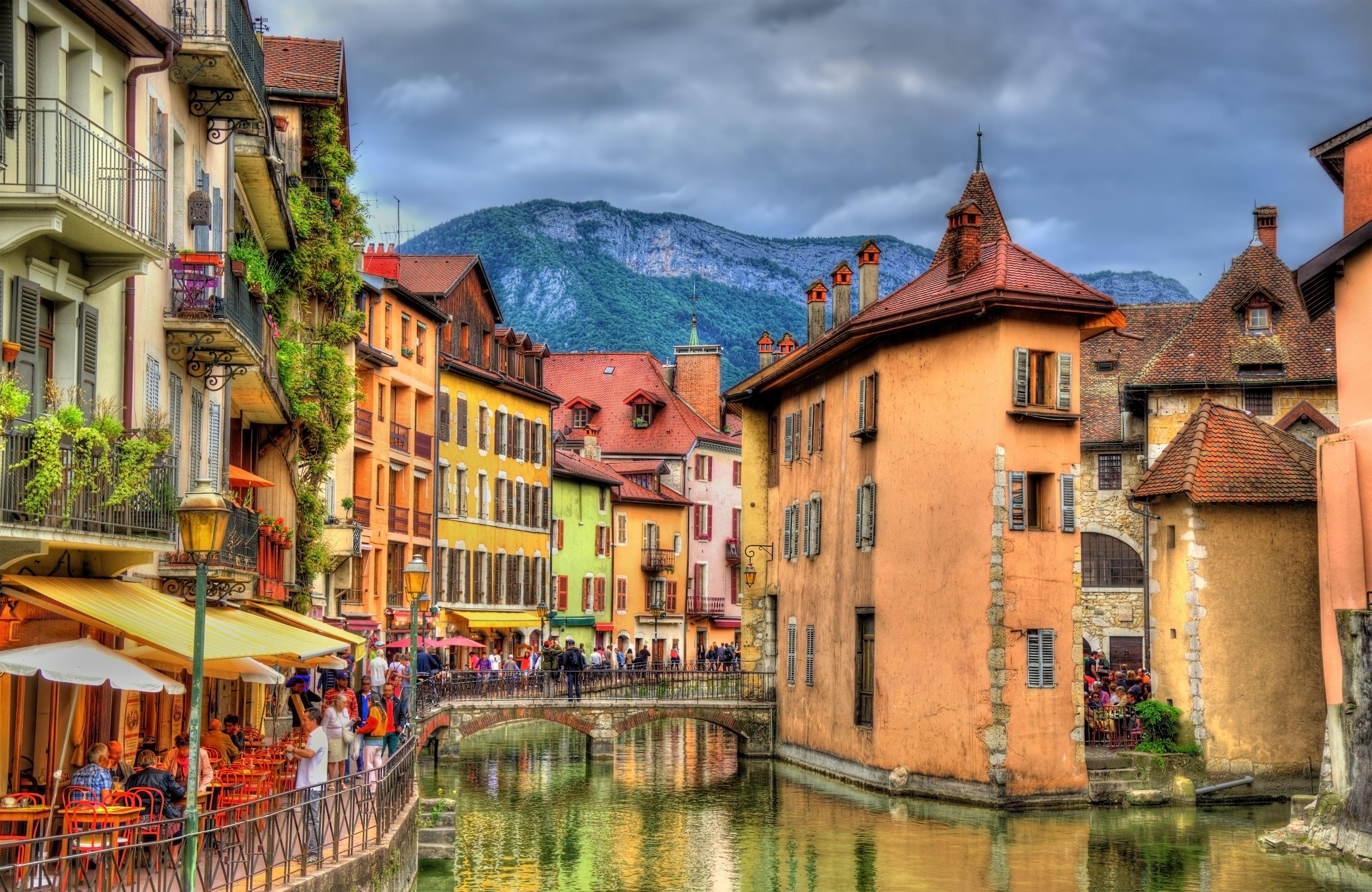 Annecy en automne les canaux en vieille ville paysages for Piscine a annecy