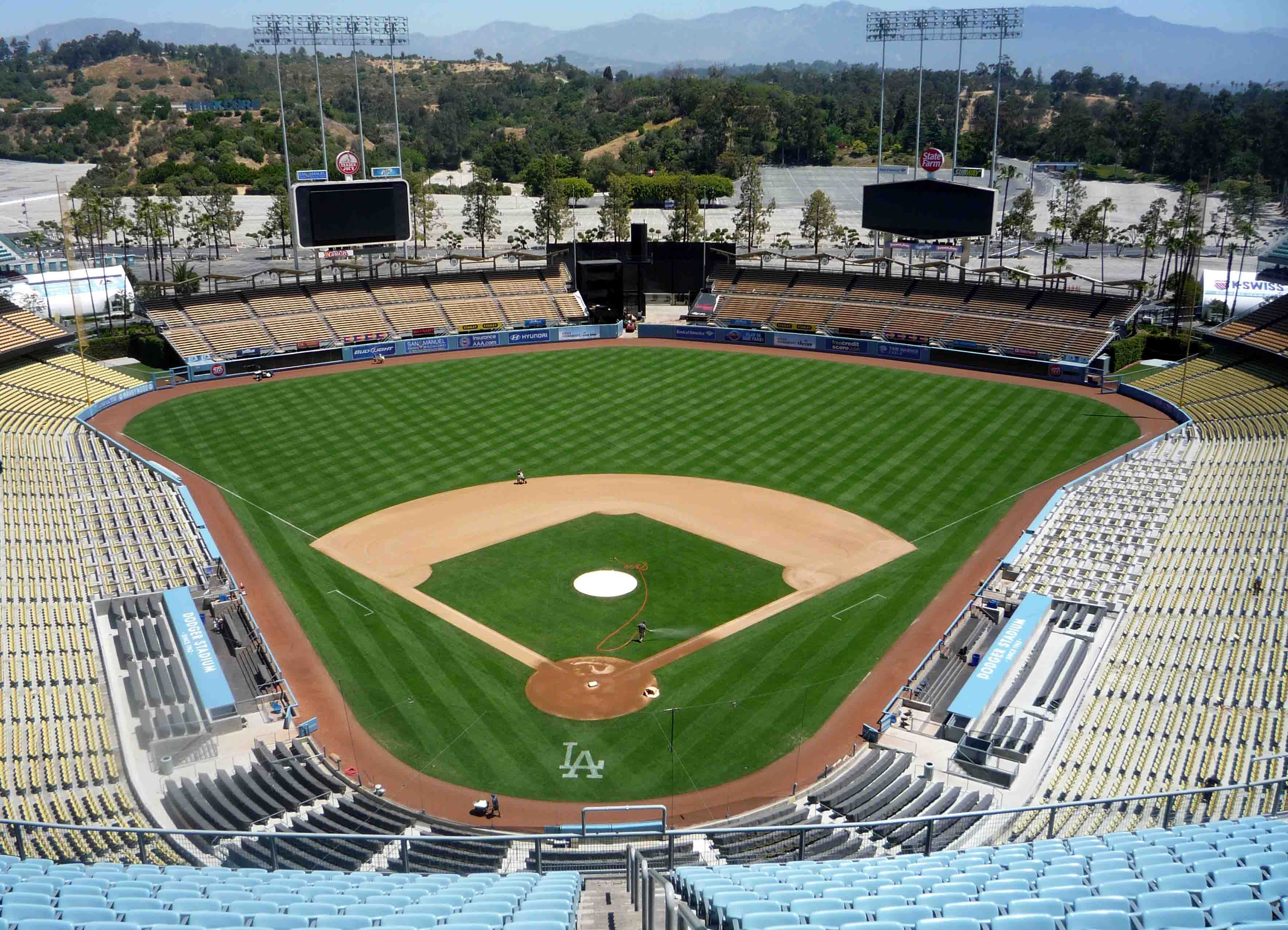 Dodgers Stadium Empty You Don T See That Very Often Dodgersstadium Dodger Stadium Dodgers Baseball Season