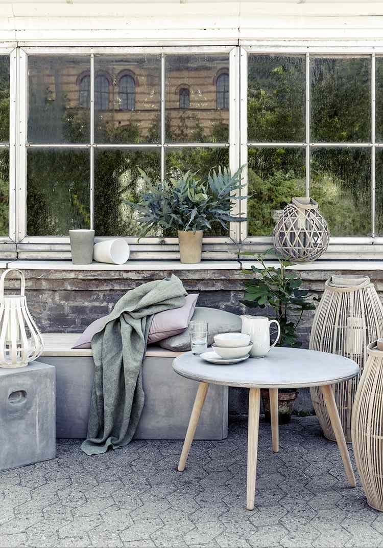 zement und gartenmöbel aus beton im minimalistischen garten, Wohnzimmer dekoo