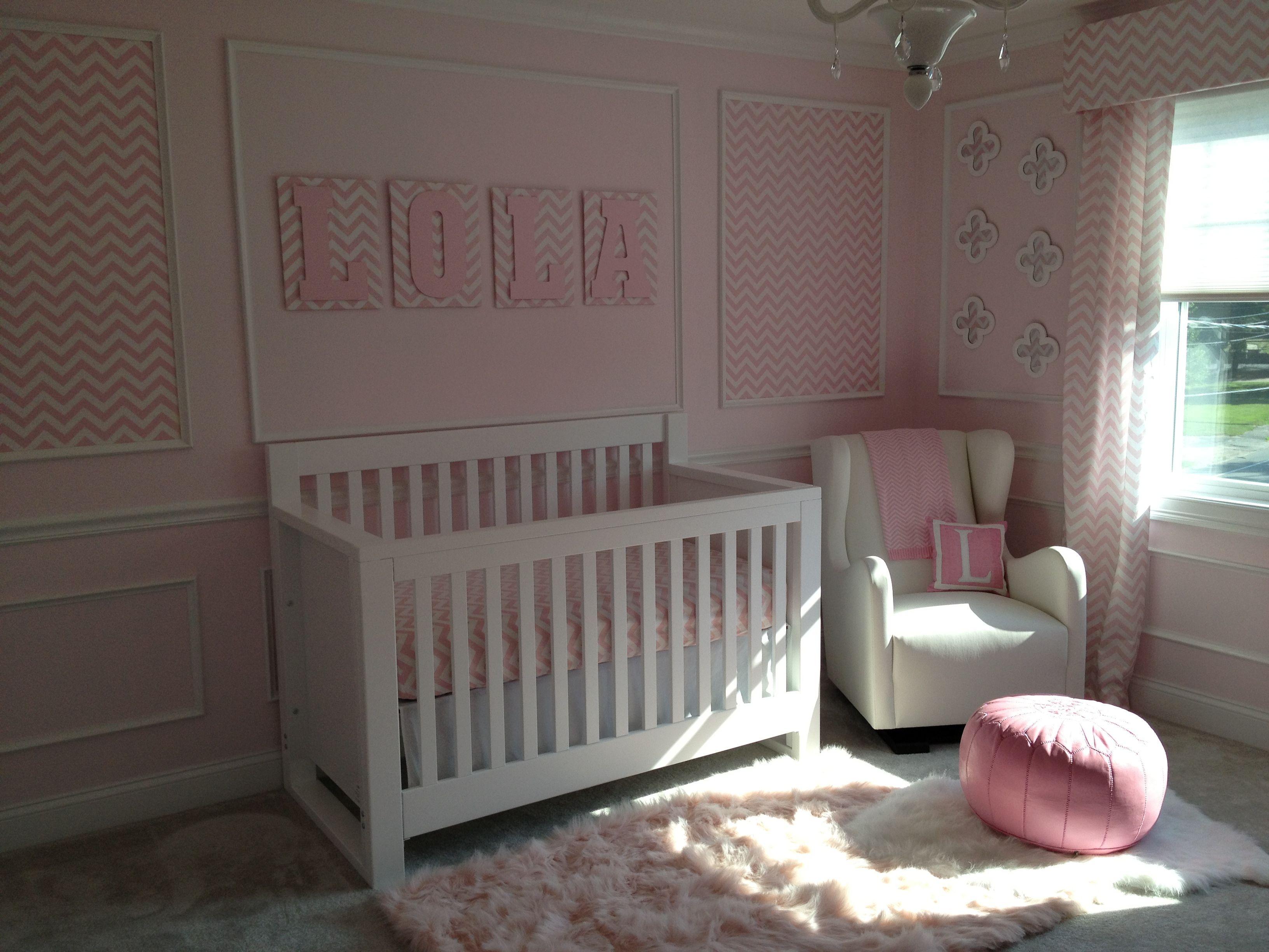 Die besten 25 rosa chevron kindergarten ideen auf for Holzbuchstaben babyzimmer