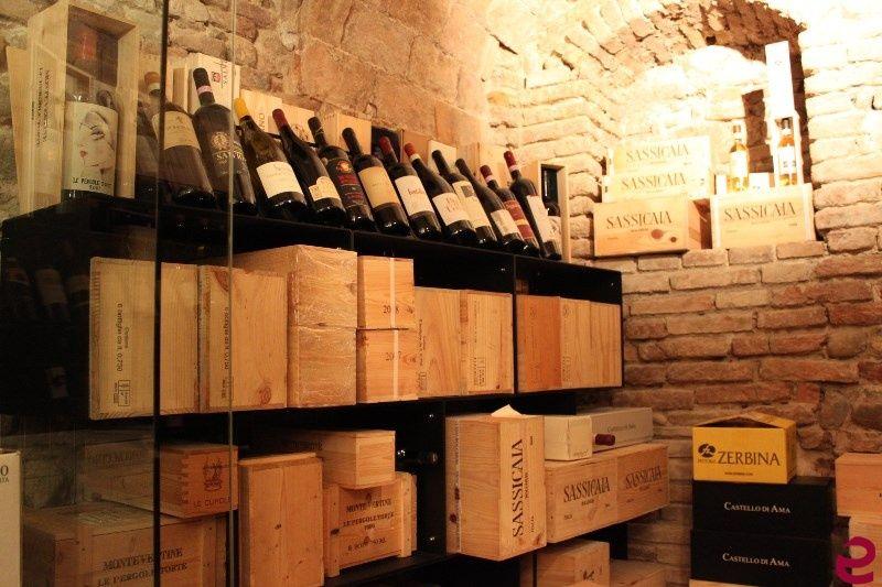 #Arredamento Esigo per #enoteca con #portabottiglie in acciaio Esigo 2 Box --- #Wine #furniture Esigo #wineshop Esigo 2 Box