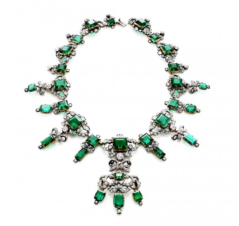 New photos of the Emerald Parure from the Danish Crown Jewels