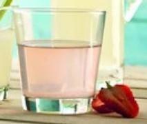 Agua con aroma de fresa.