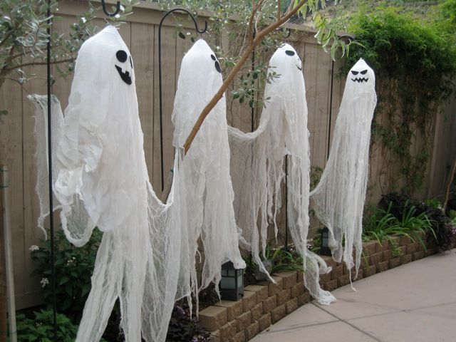 outdoor halloween decorations diy outdoor halloween cheese cloth ghosts small home love - Homemade Halloween Decorations For Outside