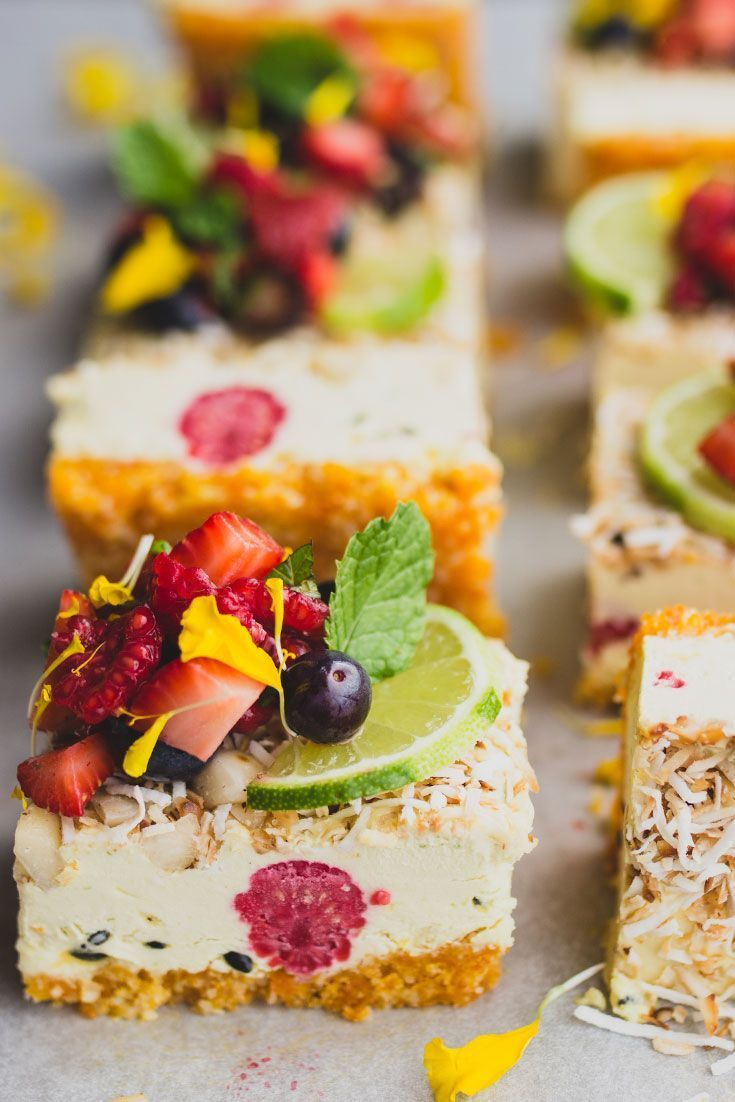 "Veganischer Kuchen ""end Of Summer"" Tropical Slice With Fresh Berry Salsa"