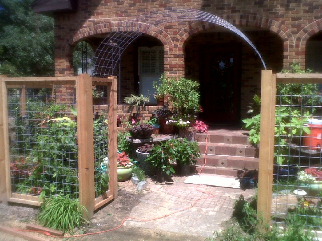cedar and welded wire fence with arch