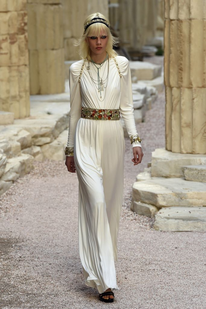 All The Looks From The Chanel Cruise 2018 Show in Paris – WWD