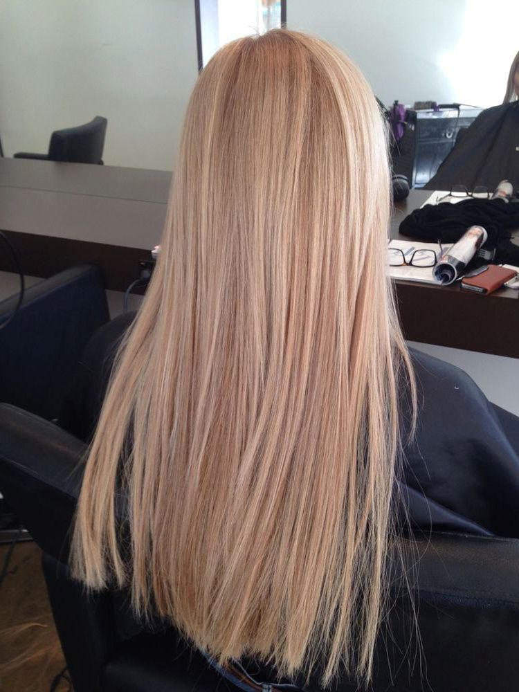 The 74 Hottest Blonde Hair Looks to Copy This Summer | Ecemella #champagneblondehair Champagne blonde hair #blondehair