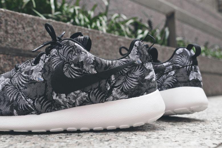 7b9a0177105d5 Nike Roshe Run Greyscale Palm  sneakers