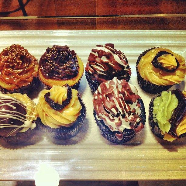 Aproveitem a tarde desse sábado para comer um cupcake! O stand da Love Cakes no Shopping Recife tem um cardápio caprichado. A @Sthefany Passos indica o de nozes com doce de leite #recifedebolso