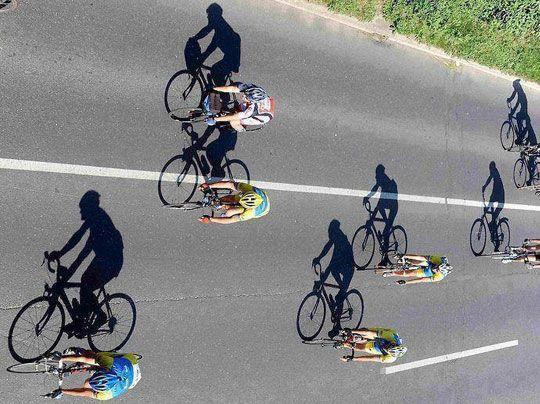 Cyclists As Shadows To Their Bikes Fotos Fotografia Criativa E