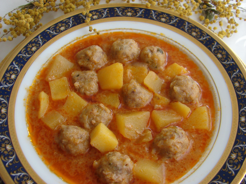 Sulu Köfte http://www.kadinca.com/yemek-tarifleri/sulu ...