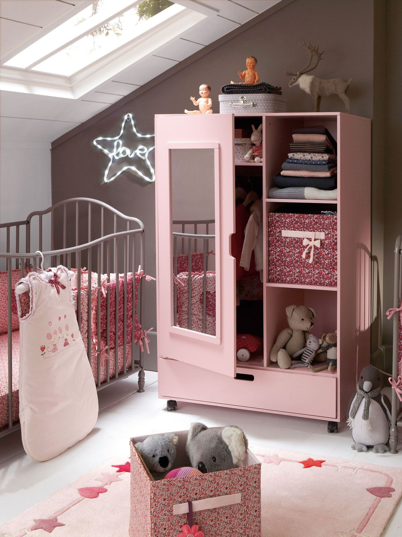 tapis b b th me baby souris chambre b b d coration nursery gar on fille. Black Bedroom Furniture Sets. Home Design Ideas