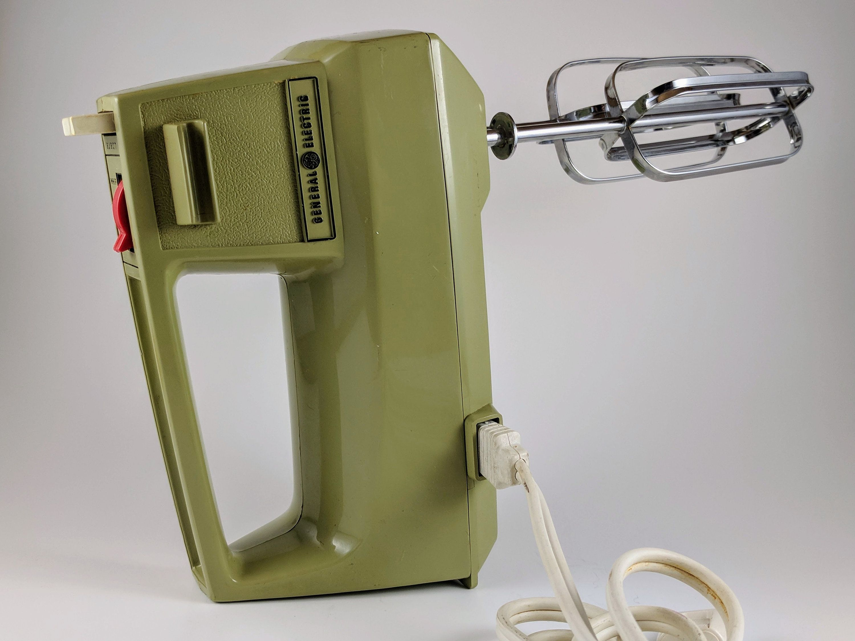 Vintage General Electric Hand Mixer 3 Speed Electric Portable D1 M24 Avocado Green With 6 Attachments By 5sran Electric Hand Mixer Hand Mixer General Electric