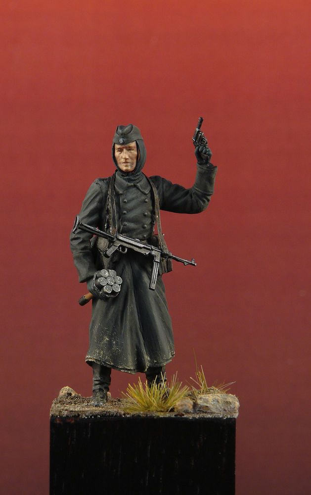 SALE- German Soldier - PRO BUILT 1/35- Updated Dragon with