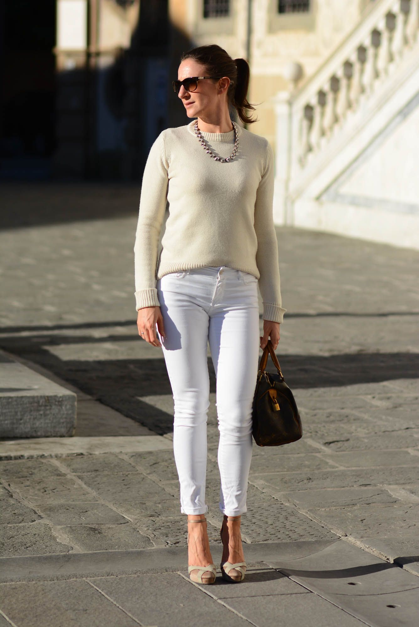 Total white outfit, white pants http://destijl.it/fashion/ton-sur-ton/