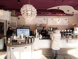 천정에 무개를 둔 카페