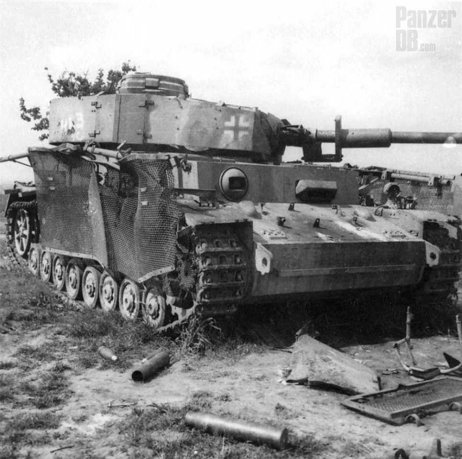 Panzerkampfwagen IV (7,5 cm Kw.K. L/48) mit Turmschürzen und ...