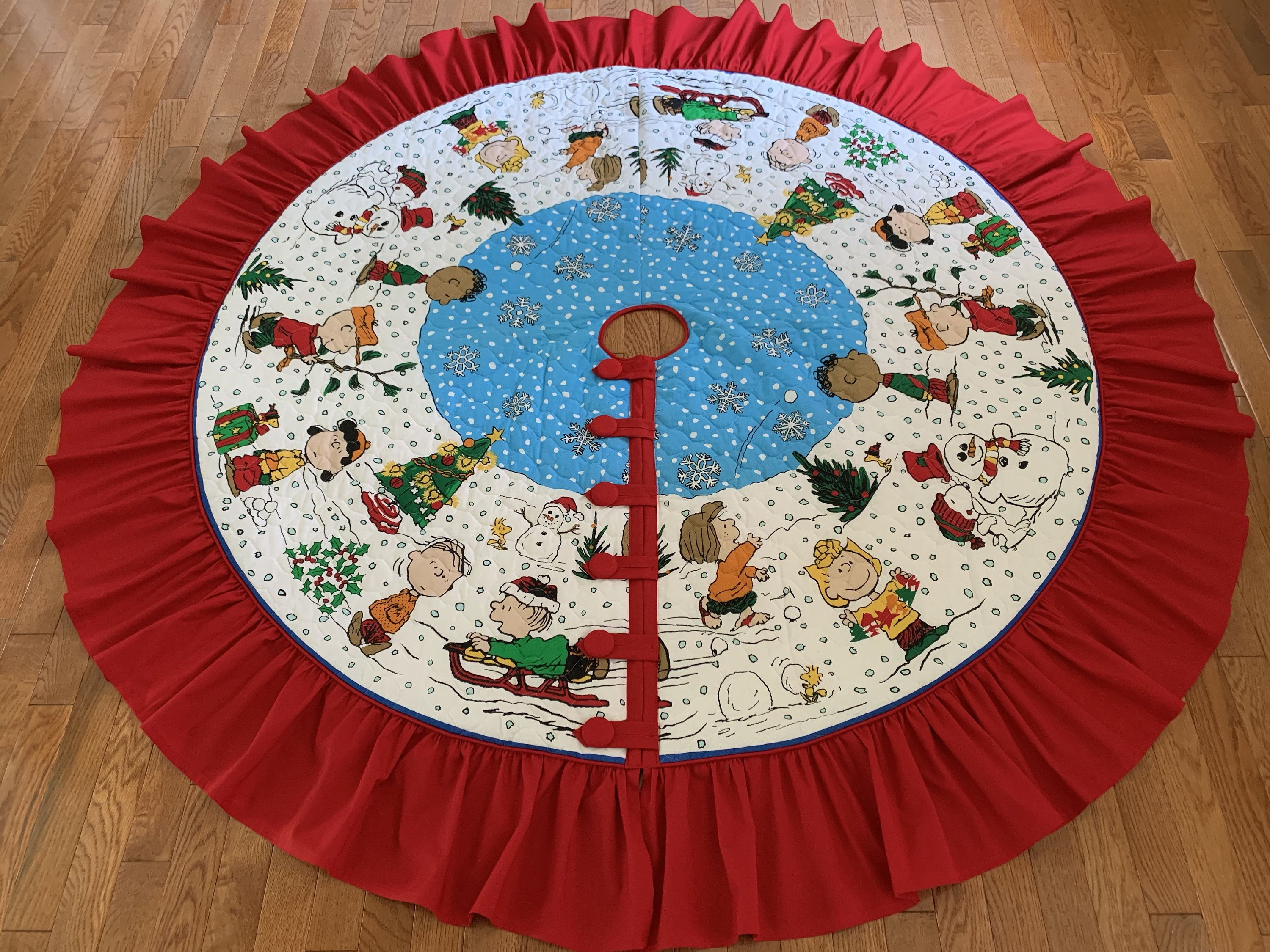Large Charlie Brown, Snoopy & friends Christmas tree skirt