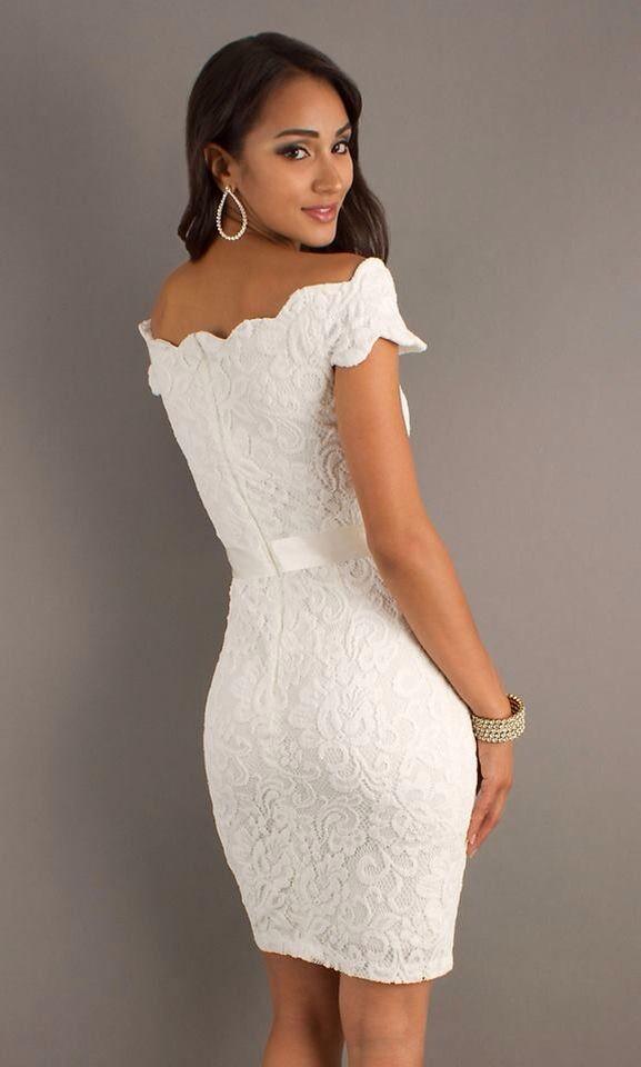 e80b4289c4ef Vestido blanco perla con un corte peculiar en los hombros. | Estilos ...