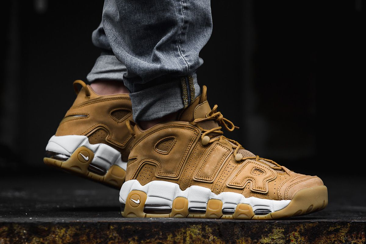 576e431b9e1916 On-Foot  Nike Flax Pack Air More Uptempo
