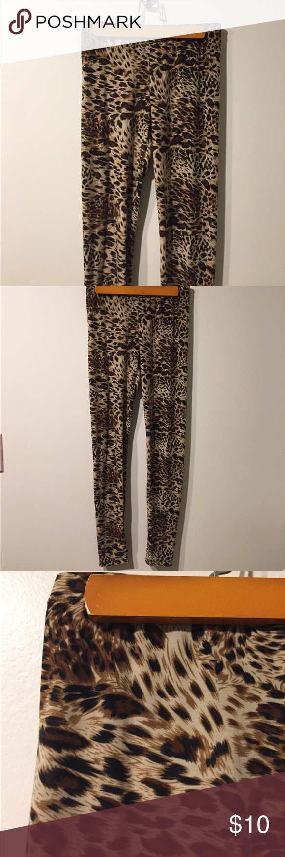 Cheetah Leggings Cheetah Leggings, women's size small, polyester/Cotten blend material, very comfortable, worn a few times for themed parties! Pants Leggings