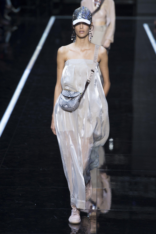 timeless design dc50e 9a652 Emporio Armani Spring 2019 Ready-to-Wear Fashion Show ...