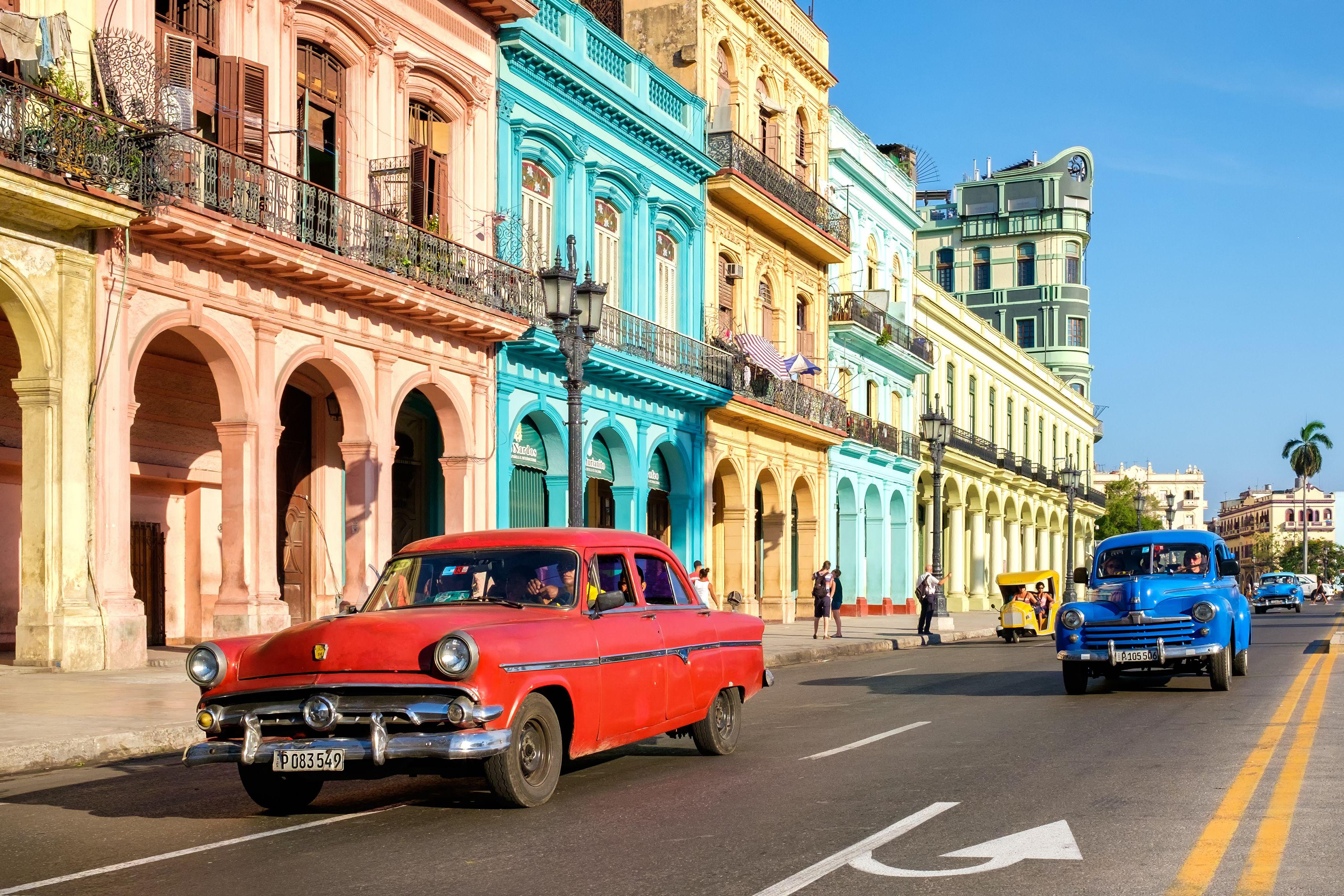 Detenida en el tiempo, Cuba es como un príncipe con el abrigo de un pobre. Pobre en lo económico, rica por su cultura, enmohecida pero con una magnífica arquitectura, exasperante y estimulante al tiempo. #atlantaexperiencias #cuba