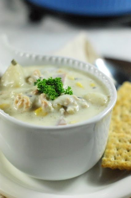 The Kitchen is My Playground: Slow Cooker Clam Chowder