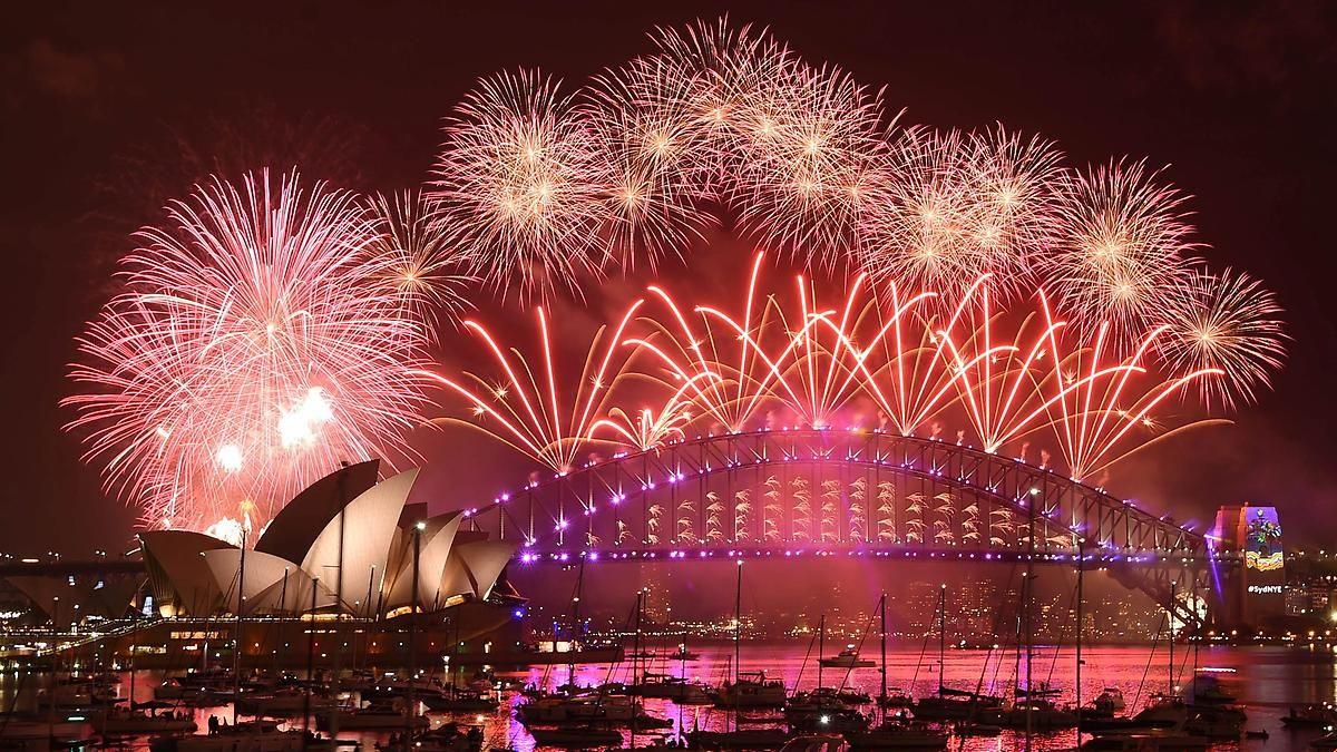 Mit Luftballons und David Bowie:So begrüßt die Welt das neue Jahr ...