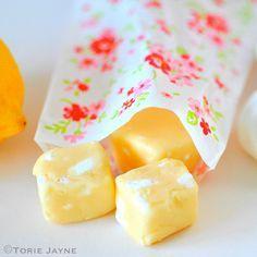 lemon meringue flavour fudge using lemon curd and meringue pieces