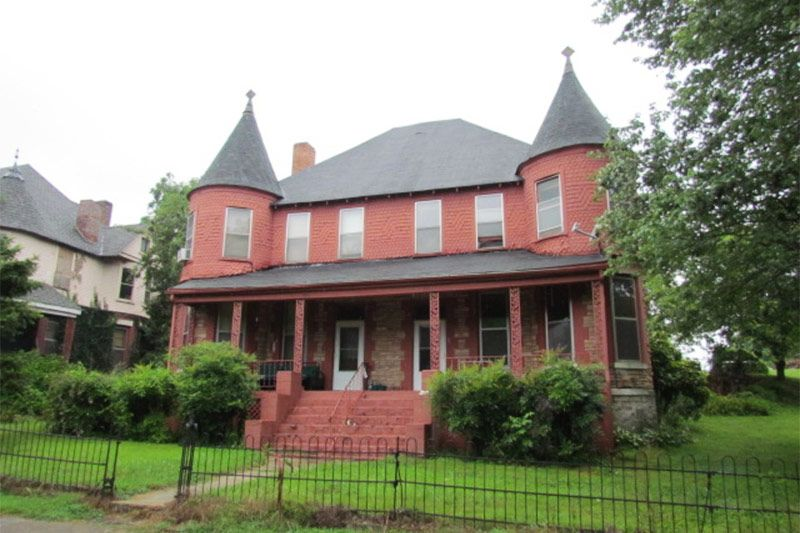 Victorian Charmer In Bridgeport Alabama Victorian Homes Old Houses For Sale Old Houses