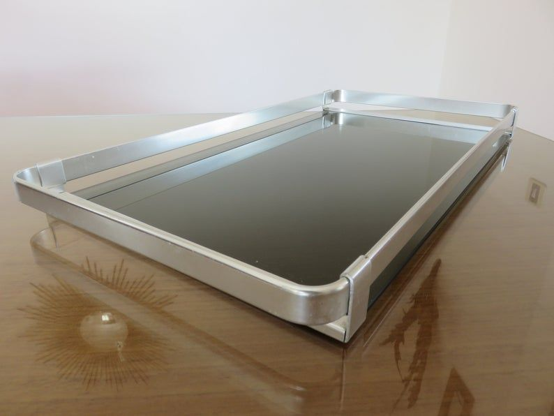 Grand Plateau Roche Bobois Minimaliste En Aluminium Et Verre Fume Made In Italy Mid Century 1960 1970 60 S 70 S Vintage Design Tray In 2020 Smoked Glass Glass Photo Large Tray