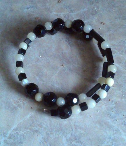 Handmade-Jet-Onyx-White-Quartz-Bracelet-on-Memory-Wire-Fits-All