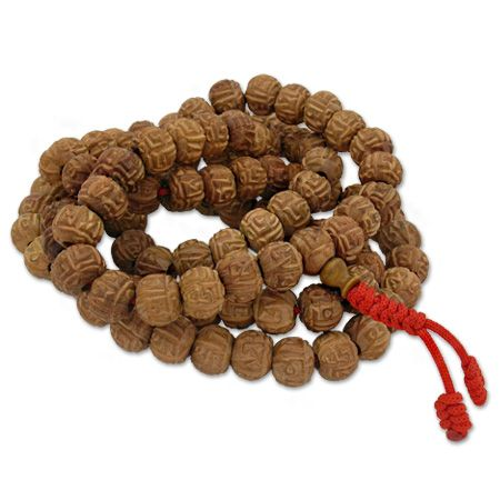 Prestigious Rosary -Akshamala- of Buddhist practice consisting of 108 beads in sandalwood, each with a diameter of 1.1 cm and completely engraved with mantras.  The mantras in the ancient Vedic tradition are considered prayers, invocations raised during ...