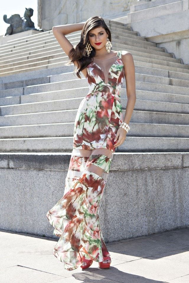 f09fa1876 vestido longo estampado com detalhe em tule