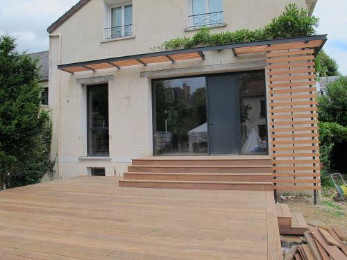 Terrasse en Cumaru et escalier bois Lieux à visiter Pinterest - entree de maison avec escalier
