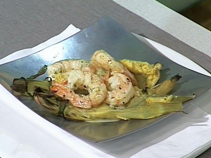 Paquetitos Rellenos Con Caracoles De Mar Receta Recetas De Camarones Picantes Authentic Mexican Recipes Receta De Tamales