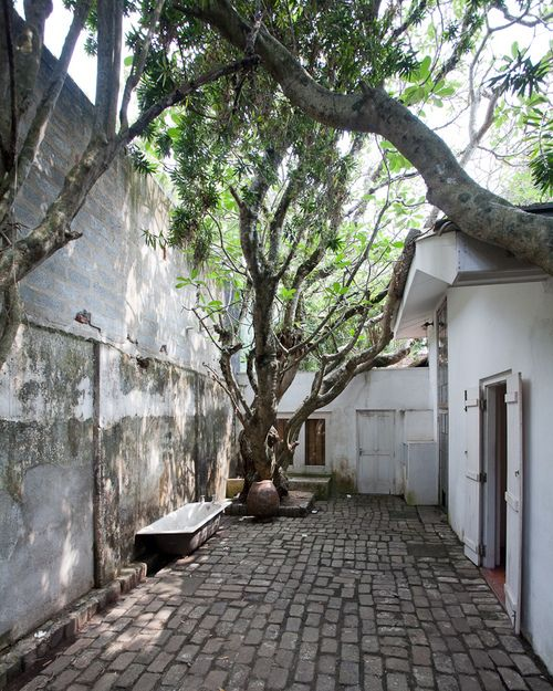 Courtyard in geoffrey bawa s house colombo spaces for Courtyard designs in sri lanka