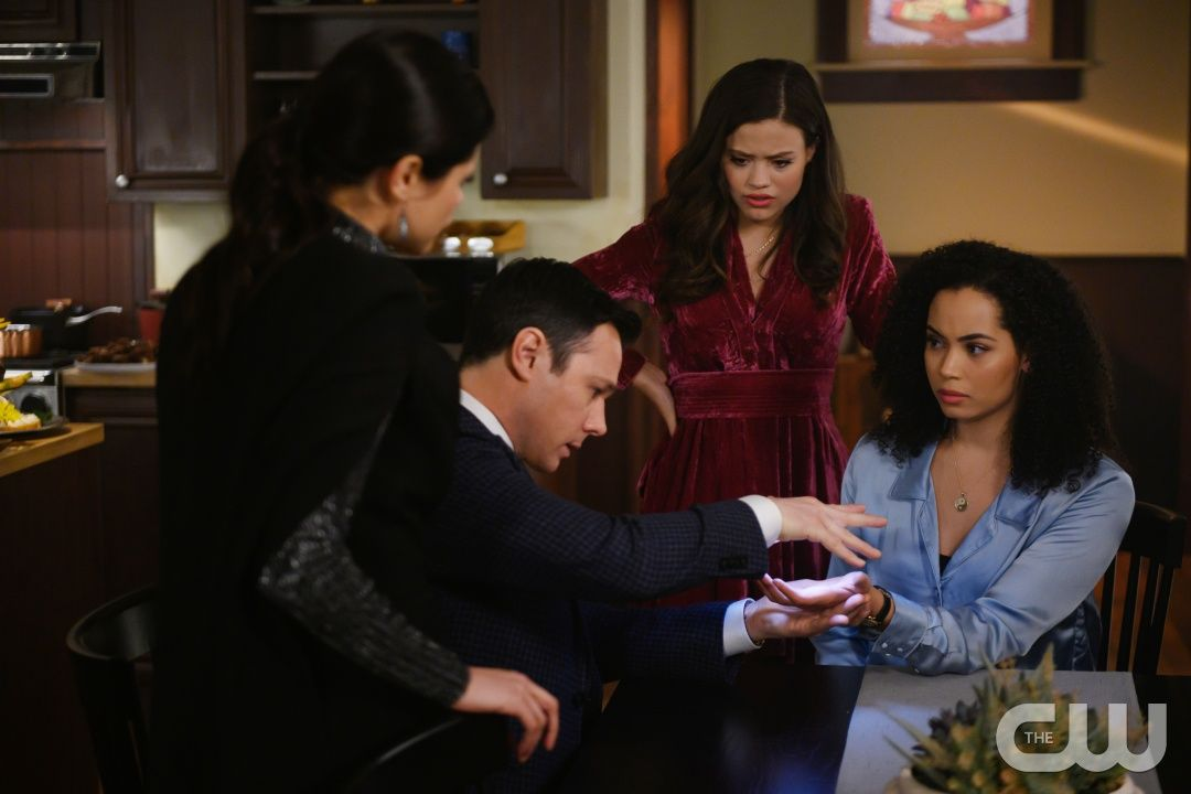 Charmed 1x14 Touched By A Demon Mel Harry Maggie And Macy Charmed Tv Charmed Tv Show Charmed Season 1