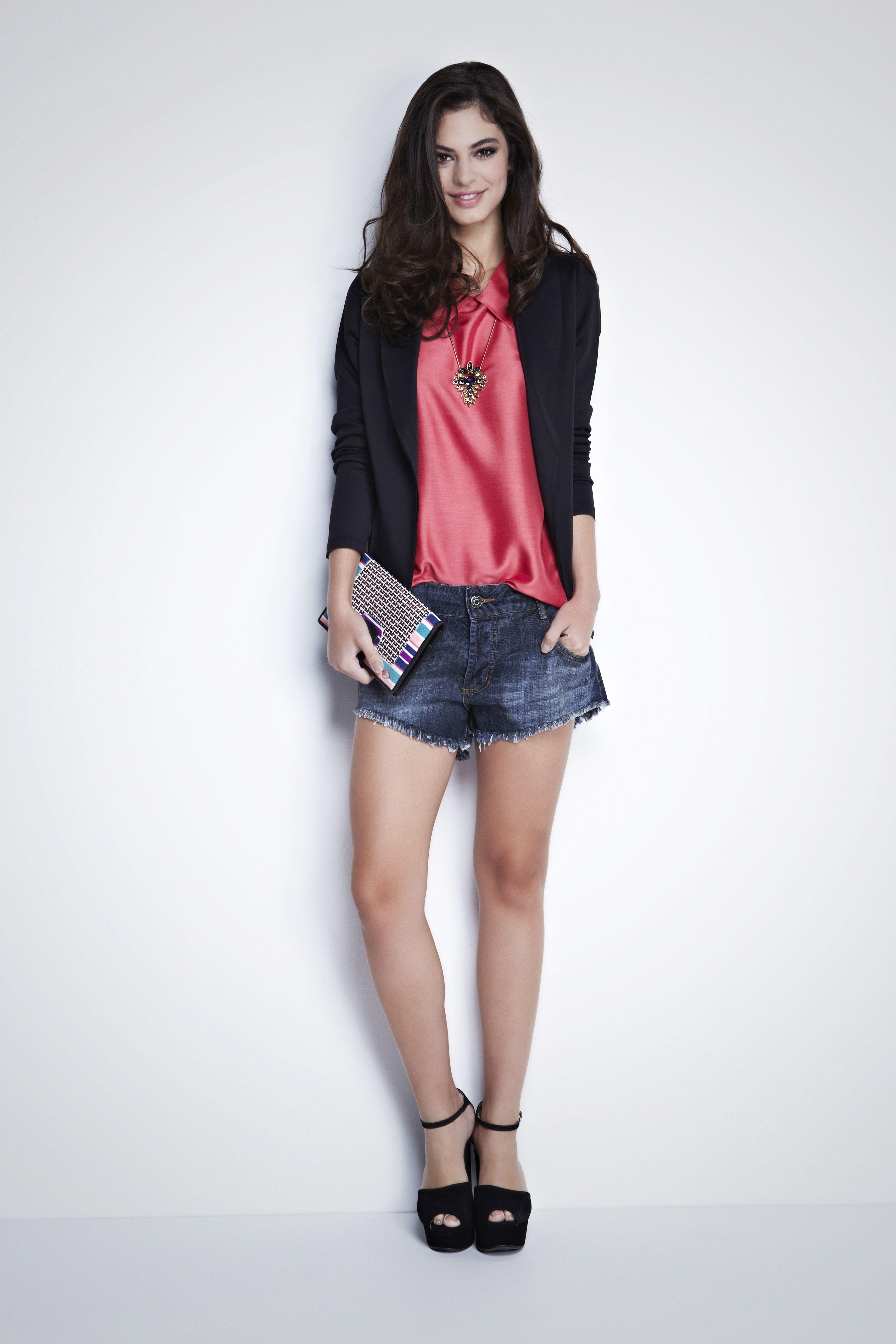O Blazer preto joinville e uma e uma excelente opção para produzir looks arrumados porém descolados. Peça estilosa e casual que faz toda a diferença no guarda roupa feminino. http://www.mybasic.com.br/blazerjoinville/p