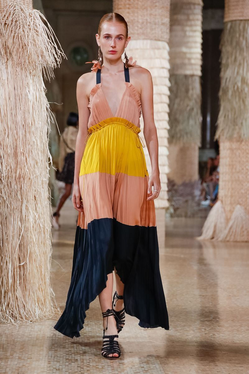 d39113bc5eb Dress Trend for SS19 at NYFW  Maxi Dress. Dress Code for Spring Summer 2019   Casual