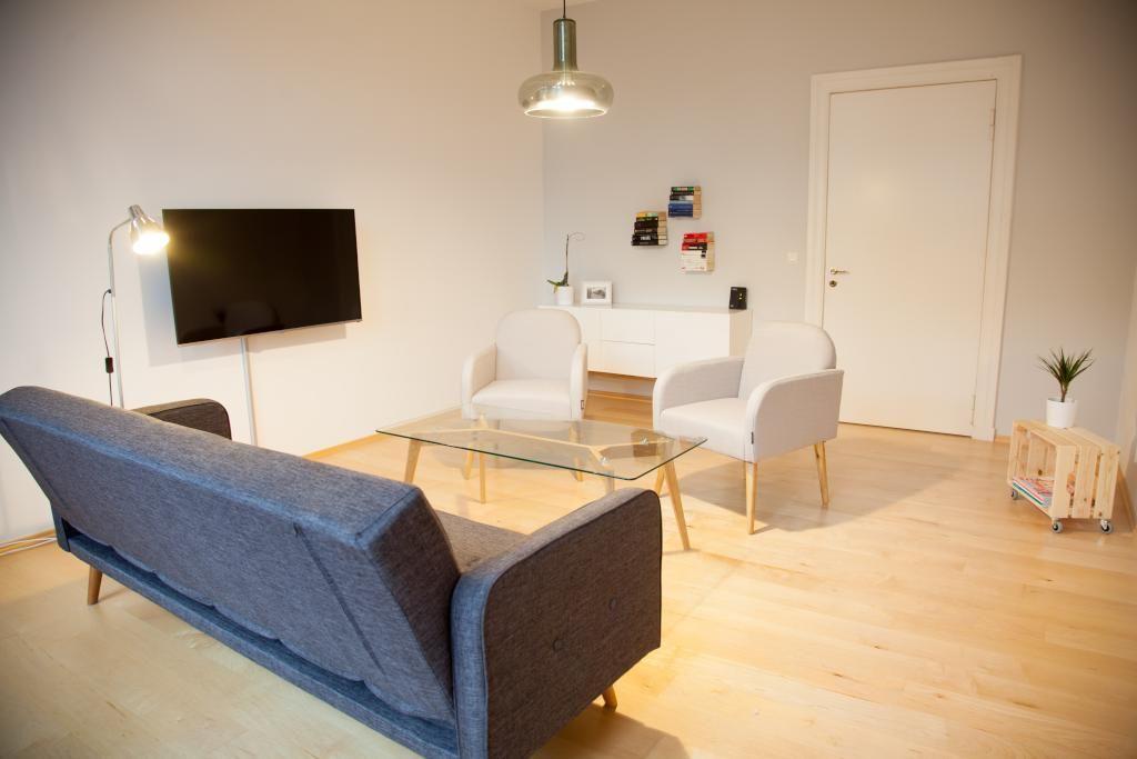 Dieses Wohnzimmer ist sehr modern eingerichtet! Ganz nach dem Motto ...