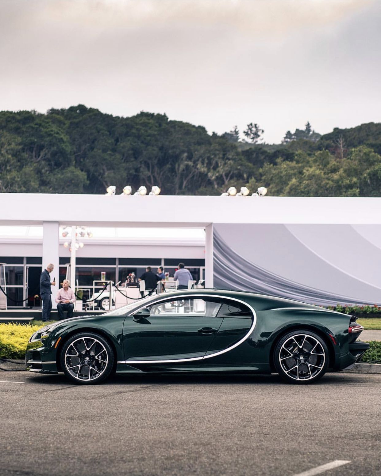 Bugatti Chiron In Fully Exposed Green Carbon Fiber Photo Taken By Zachbrehl On Instagram Bugatti Chiron Bugatti Car Photos