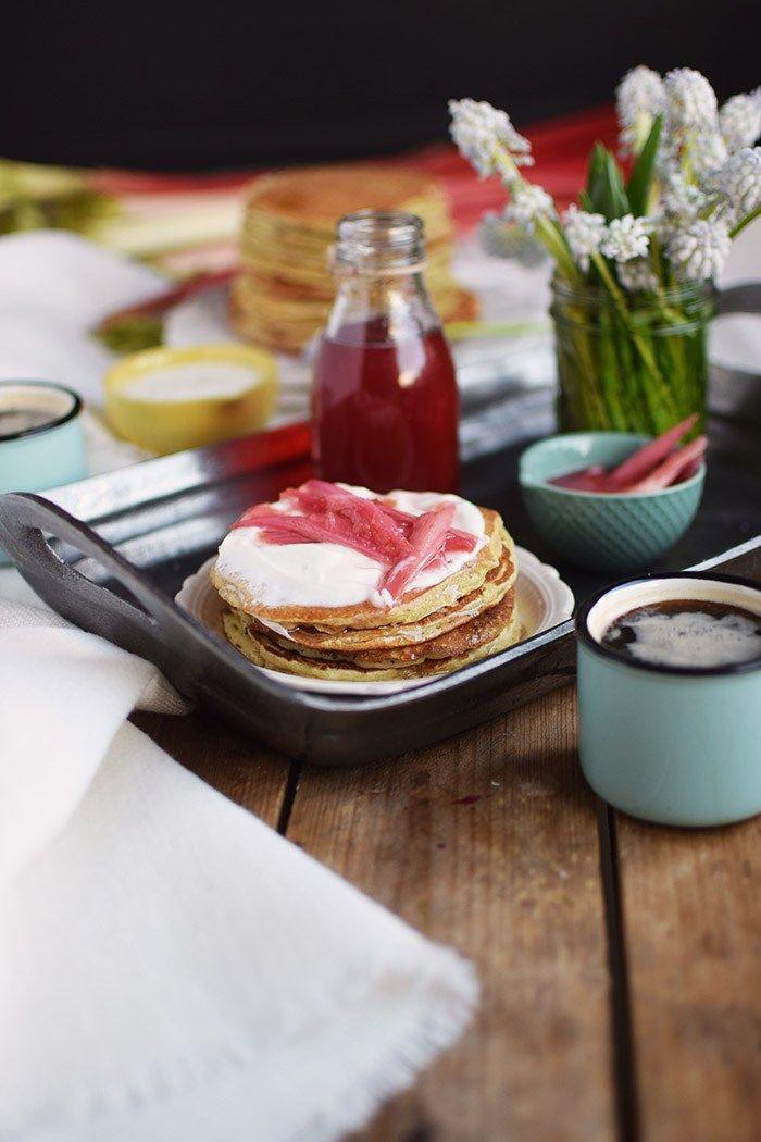 Buttermilch Pancakes mit Rhabarber Sirup - Buttermilk Pancakes with rhubarb syrup   Das Knusperstübchen